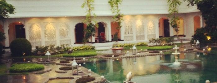 Taj Lake Palace is one of My hotel to-do list.