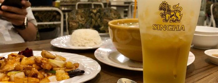 Cream Restaurant is one of สถานที่ที่บันทึกไว้ของ Aom.
