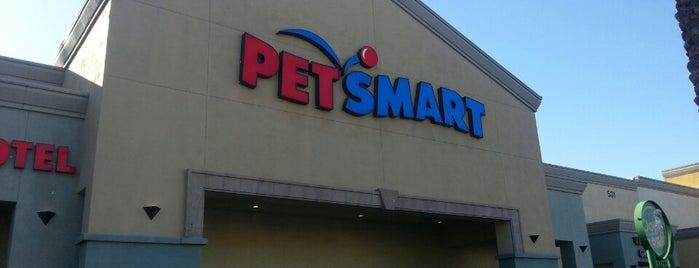 PetSmart is one of Lieux qui ont plu à Heather.