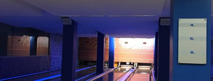 Islande Hotel Bowling Club is one of Orte, die Martins gefallen.