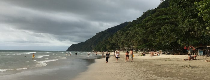 White Sand Beach is one of Orte, die George gefallen.