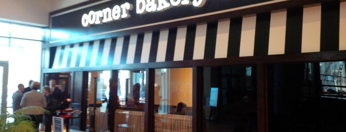 Corner Bakery Cafe is one of Lugares favoritos de Eric.