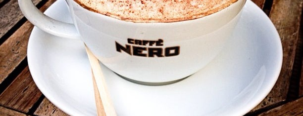 Caffè Nero is one of Locais curtidos por Serap.