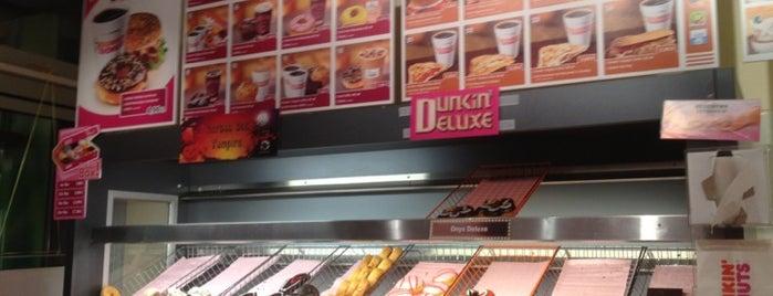Dunkin' is one of Tempat yang Disukai Elena.