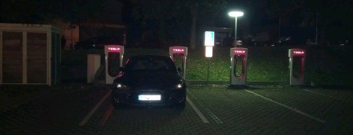 Tesla Supercharger is one of Elektroladesäulen.