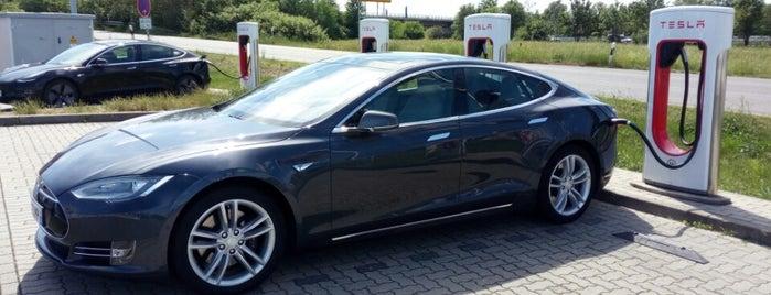 Tesla Supercharger Nempitz is one of Elektroladesäulen.