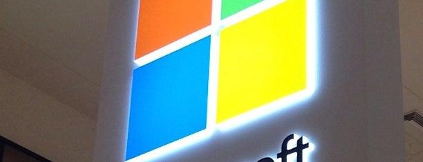 Microsoft Store is one of สถานที่ที่ Paulo ถูกใจ.