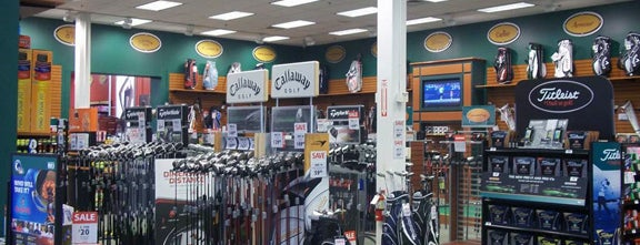 DICK'S Sporting Goods is one of Montana 님이 좋아한 장소.