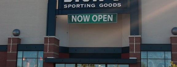 DICK'S Sporting Goods is one of Marcus 님이 좋아한 장소.