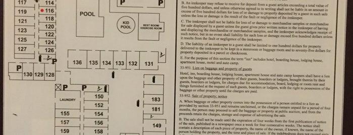 La Quinta Inn & Suites Tucson - Reid Park is one of สถานที่ที่ Reyna ถูกใจ.