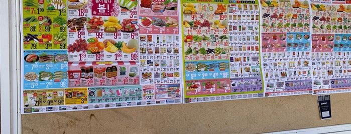 Lotte Plaza Market is one of สถานที่ที่ Jingyuan ถูกใจ.
