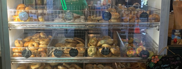 Chestnut Street Philly Bagels is one of Lugares favoritos de Carlie.