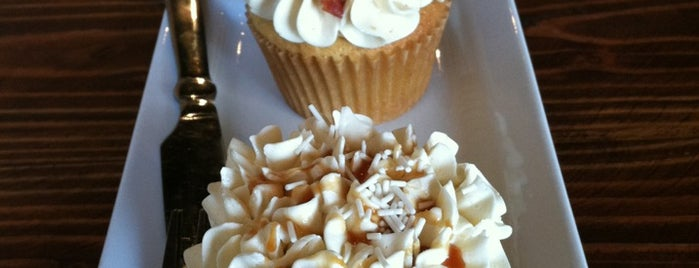 The Yellow Leaf Cupcake Co is one of Alyssa's Seattle visit.