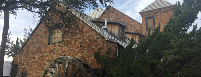 Old Mill Inn is one of Locais curtidos por Tammy.