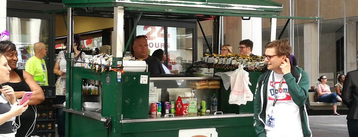 Streatery Hot Dog Stand is one of LevelUp Merchants.