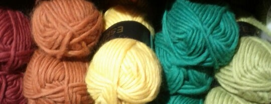 All you knit is love is one of Mis tiendas de materiales favoritas.