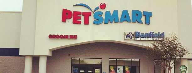 PetSmart is one of Lugares favoritos de Fernando Viana.
