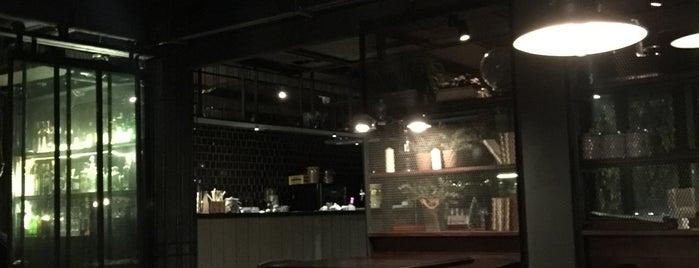 Marlin Café is one of สถานที่ที่ jada ถูกใจ.