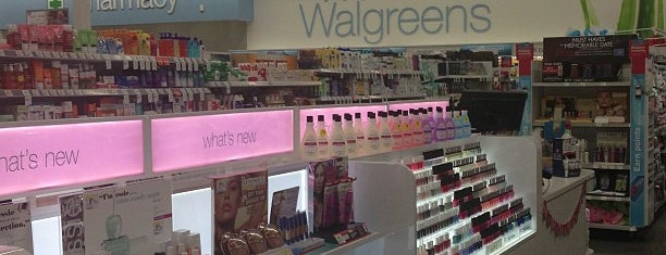 Walgreens is one of Lugares favoritos de Annette.