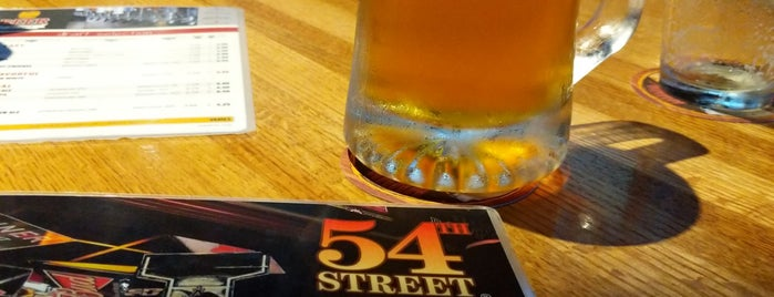 54th Street Grill & Bar is one of Lugares favoritos de Mike.
