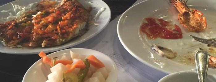 Al Amwaj restaurant مطعم شاطيء الأمواج is one of Sharjah.