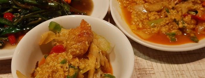 ガパオ食堂 is one of daqlaさんのお気に入りスポット.