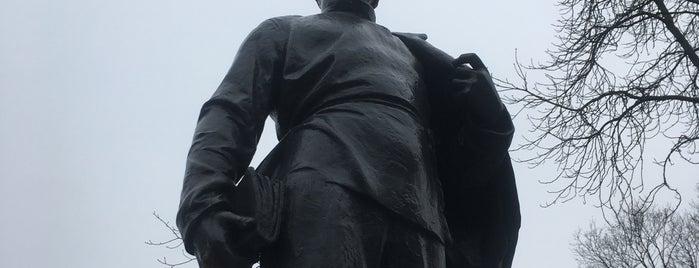 Памятник молодому Ульянову-Ленину is one of Gespeicherte Orte von Ksu.