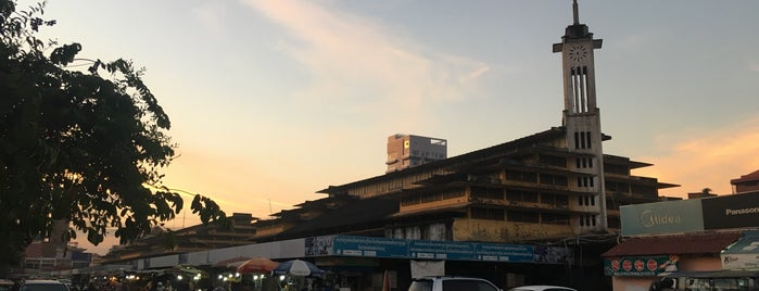Phsar Nat Market is one of สถานที่ที่ Andreas ถูกใจ.
