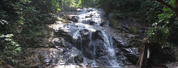 Ton Chong Fah Waterfall is one of Morris'in Kaydettiği Mekanlar.