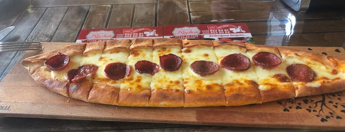 Reyhan Pizza is one of Posti salvati di Yahya.
