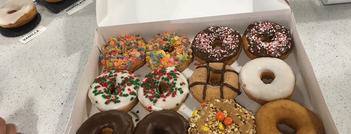 Razzle Dazzle Donut Co. is one of Clearwater.