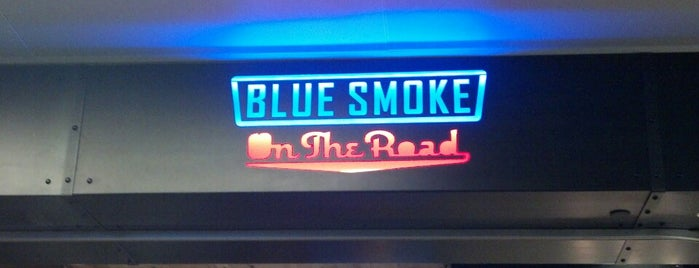 Blue Smoke On The Road is one of Locais curtidos por Erik.