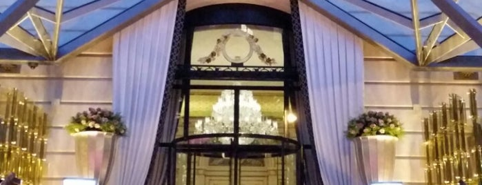 The Peninsula Paris is one of Locais salvos de Eric T.