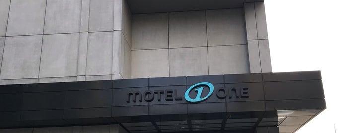 Motel One Berlin-Alexanderplatz is one of Lugares favoritos de Manon.