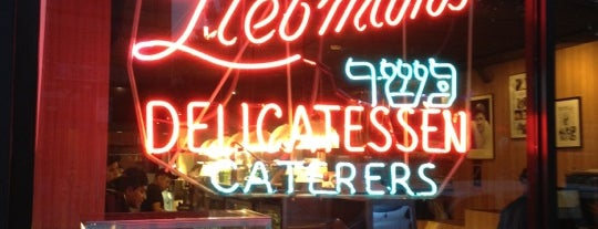 Liebman's Kosher Deli is one of Lugares favoritos de Jason.