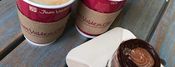Juan Valdez Café is one of Locais curtidos por Yani.