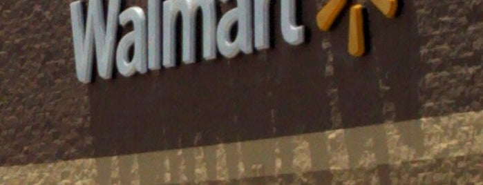 Walmart Supercenter is one of Lieux qui ont plu à Tom.