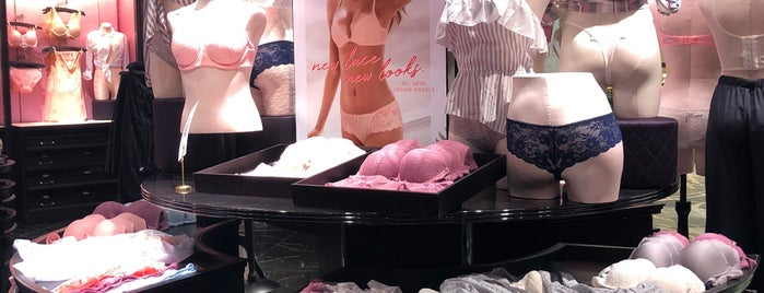 Victoria's Secret PINK is one of Aliさんのお気に入りスポット.