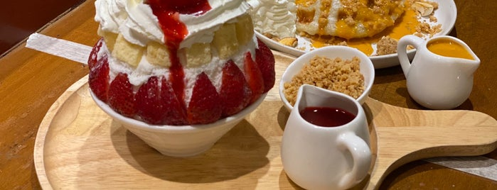 CODE - Cafe of Dessert Enthusiasts is one of Lugares favoritos de Huang.