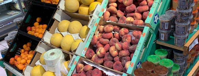 Carrefour Market is one of Locais curtidos por Khalid.