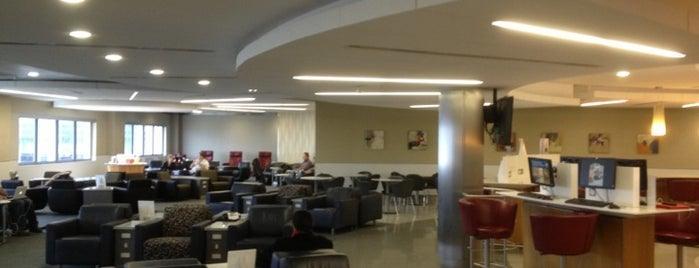 American Airlines Admirals Club is one of Locais curtidos por Matthew.