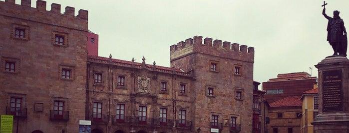 Palacio de Revillagigedo / Centro Cultural Cajastur is one of Gijon.