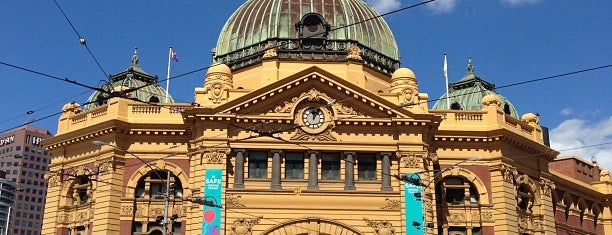Flinders Street Station is one of Tempat yang Disukai Sanjeev.