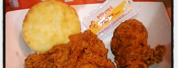 Popeyes Louisiana Kitchen is one of Heatherさんのお気に入りスポット.