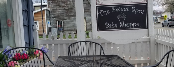 The Sweet Spot Bake Shoppe is one of Lieux qui ont plu à Charles.