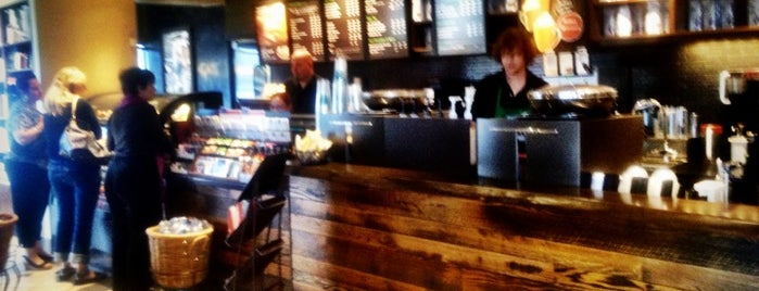 Starbucks is one of Ashley 님이 좋아한 장소.