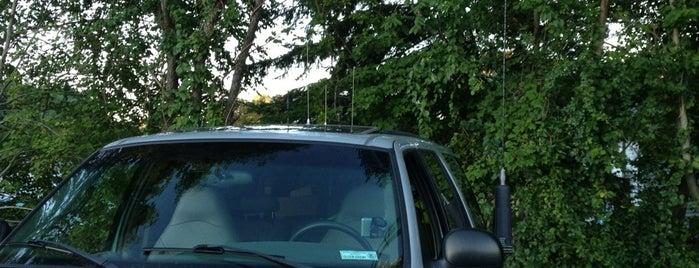 Troy's Mobile Comm Truck is one of Troy 님이 좋아한 장소.