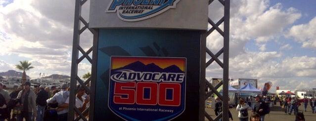 NASCAR Nationwide Series Garage Phoenix is one of Orte, die Doug gefallen.