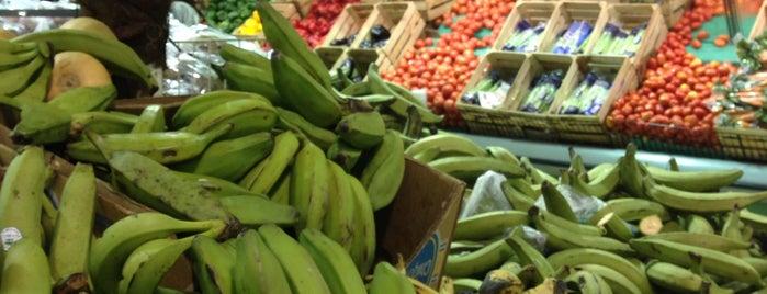 Presidente Supermarket is one of Tempat yang Disukai Avery.