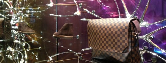 Louis Vuitton is one of Sさんのお気に入りスポット.